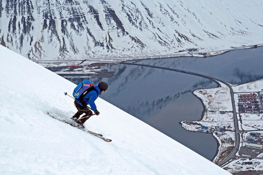 Grandioses Finale: Abfahrt über den Dächern von Ísafjörður